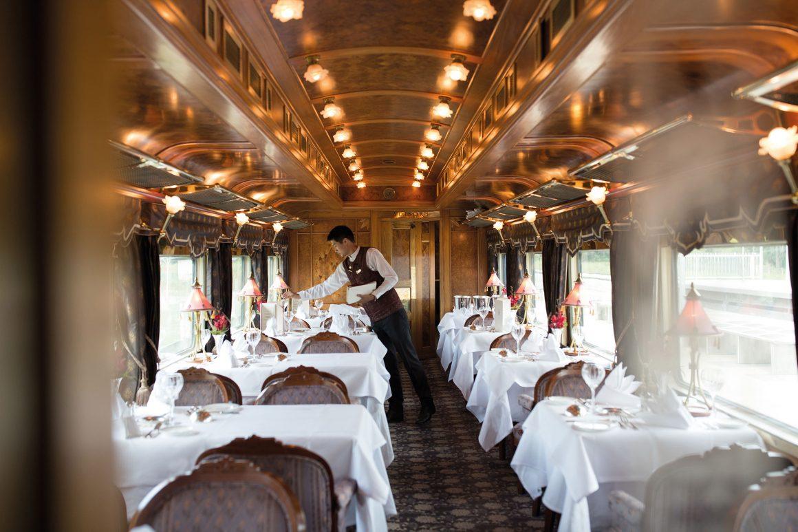 Le restaurant à bord de l'Eastern & Oriental Express