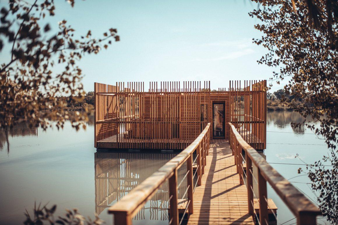 Une cabane cosy sur l'eau