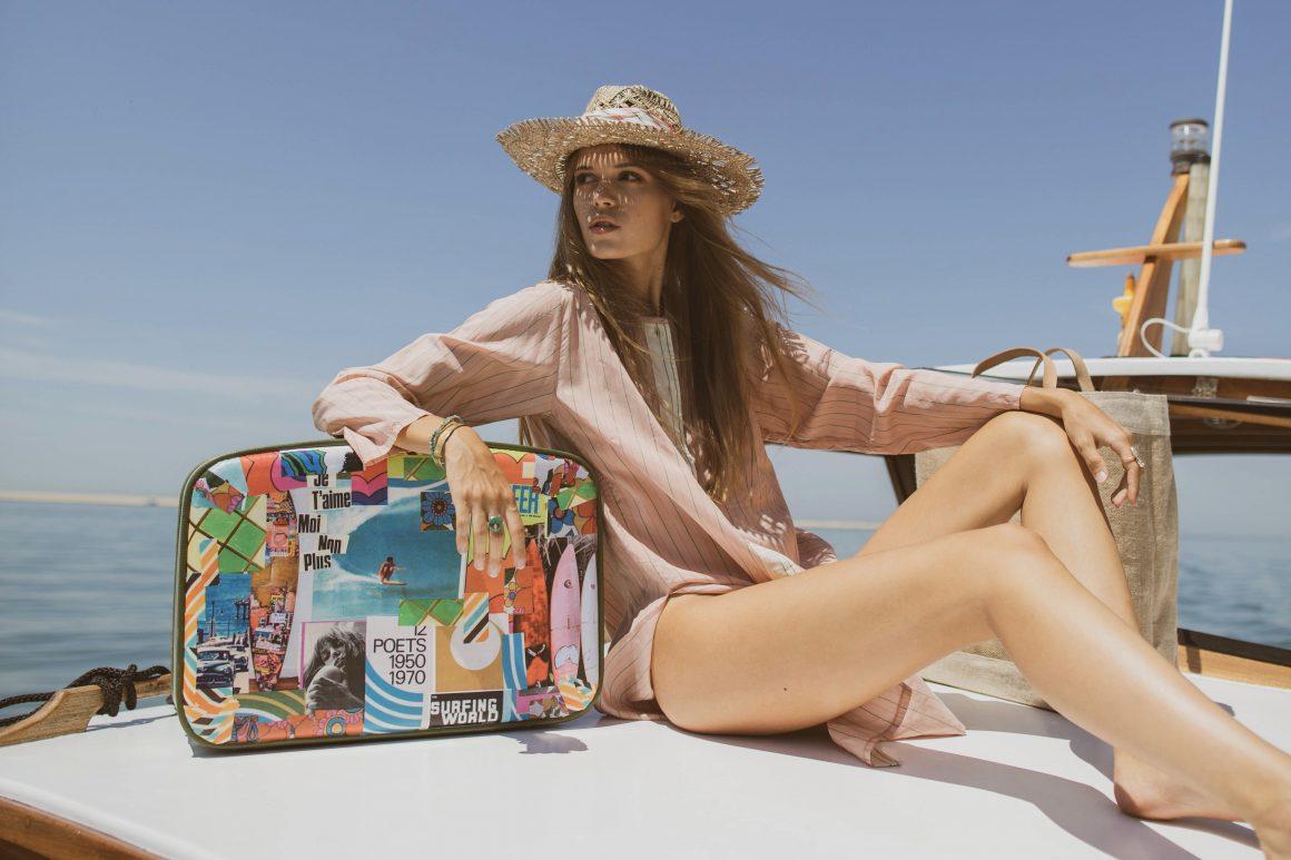 Chemise Forte Forte, chapeau de paille Maison Michel et valise Find Your California