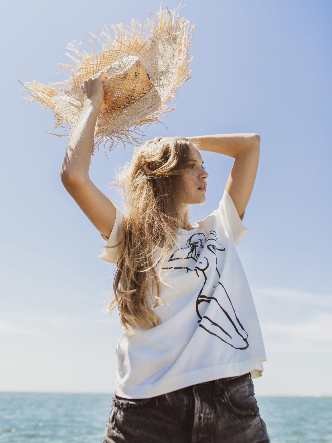 Tee-shirt G.Kero, chapeau Maison Michel et short Moussy Vintage