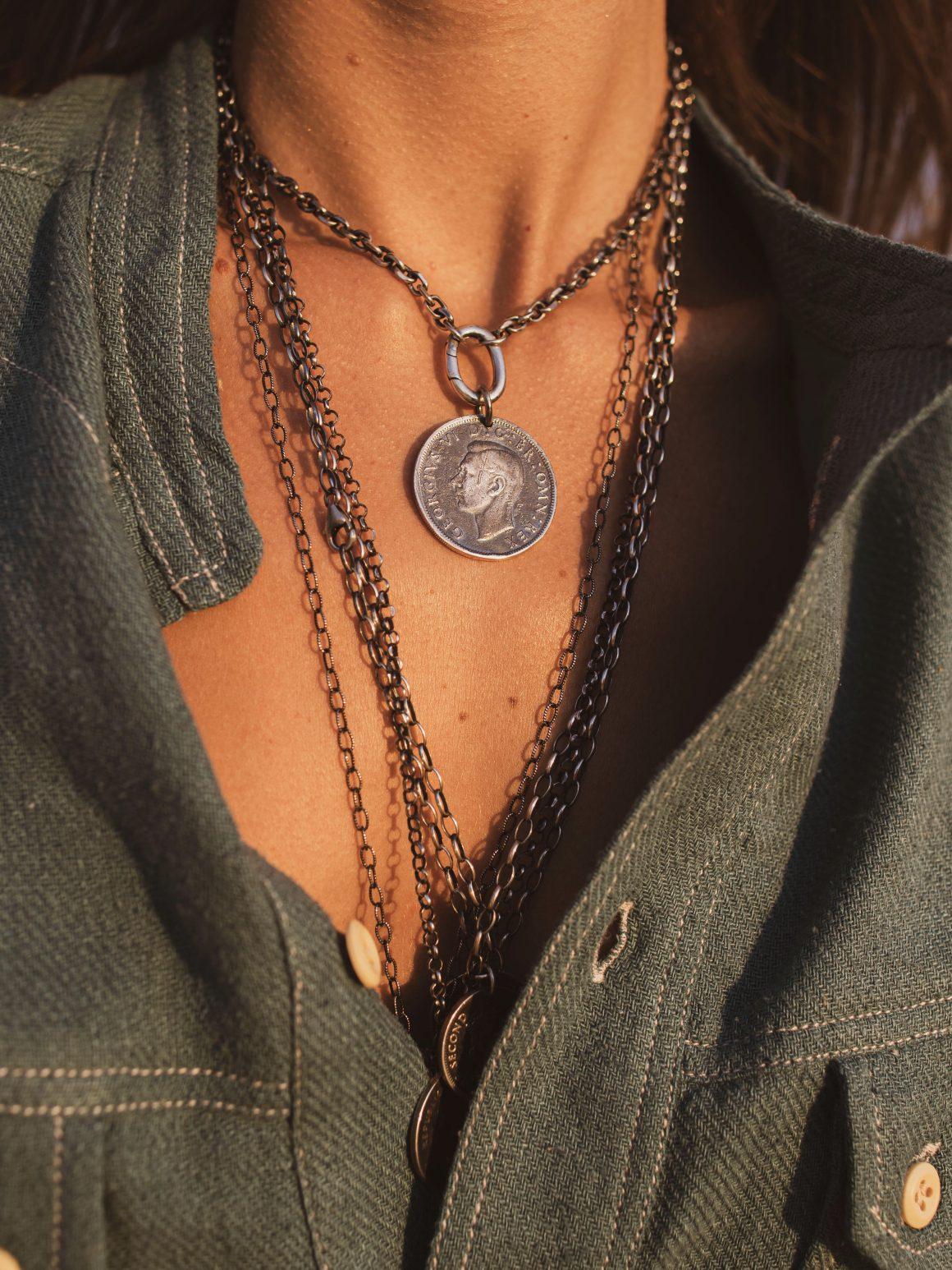 Chemise Isabel Marant et bijoux Tant d'Avenir