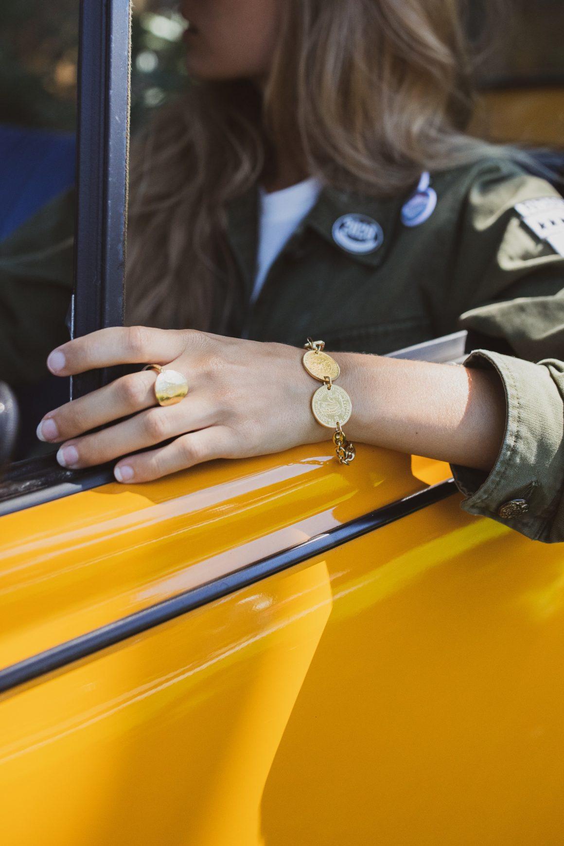 Veste militaire Golden Goose et bracelet en vermeil Tant d'Avenir