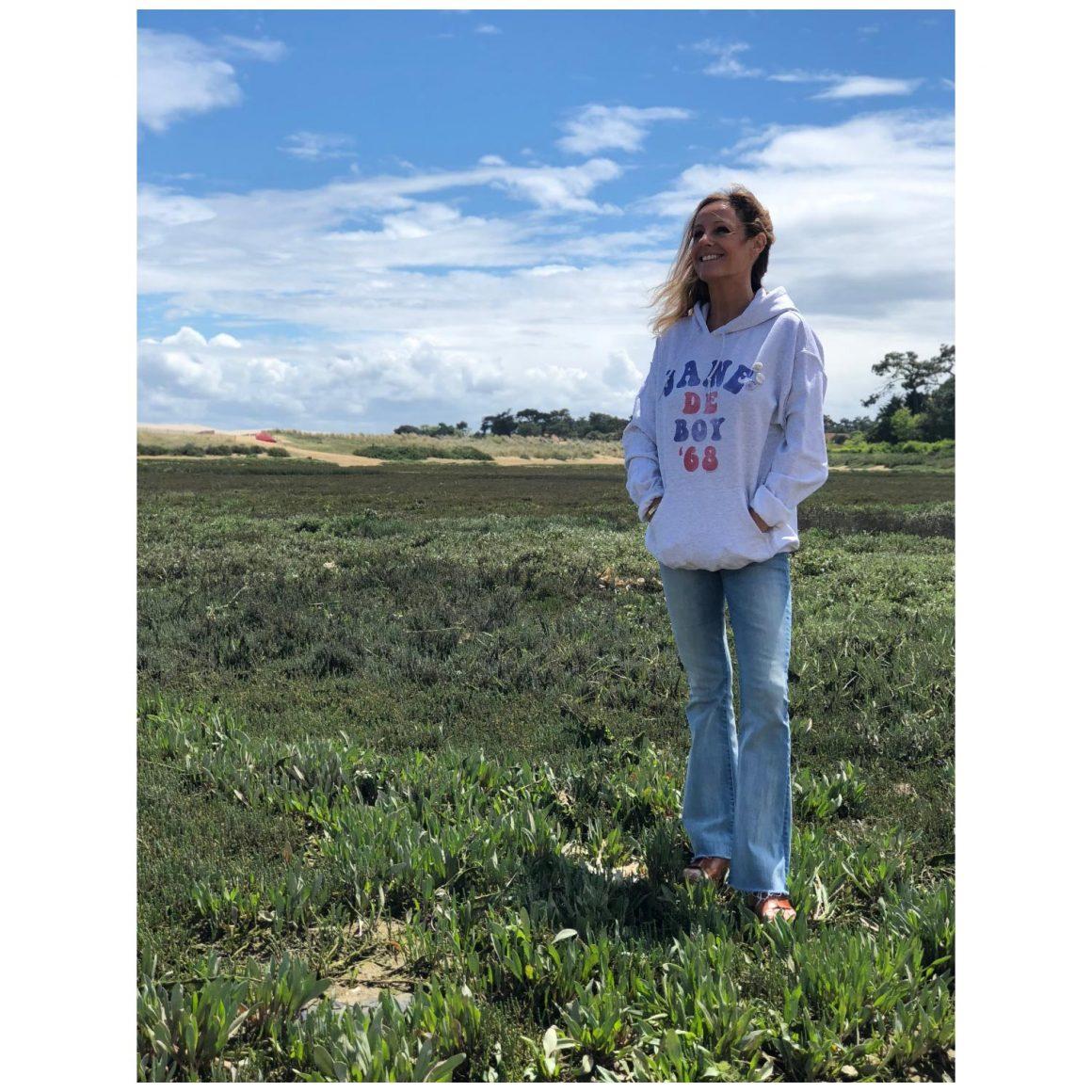 Le nouveau hoodie Newtone porté par Marie, fondatrice de Jane de Boy