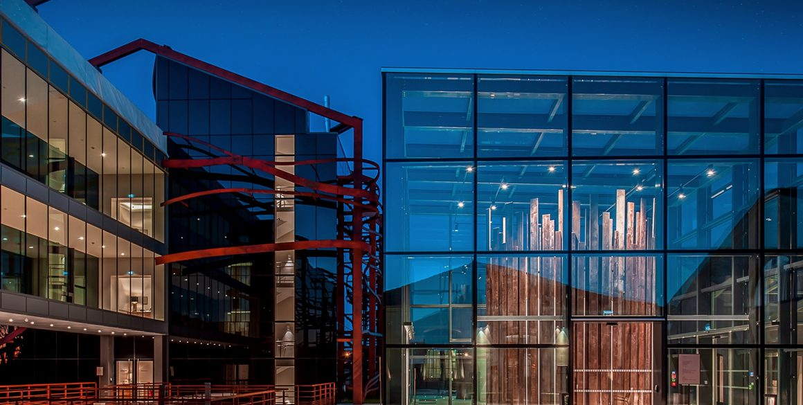 Le cube de verre futuriste de l'hôtel Chais Monnet