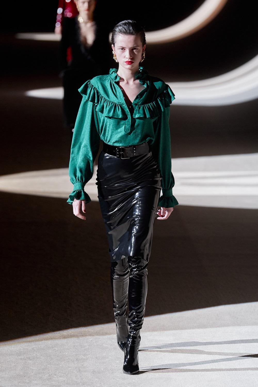 Pour l'automne-hiver 2020, Yves Saint Laurent mise également sur le vert