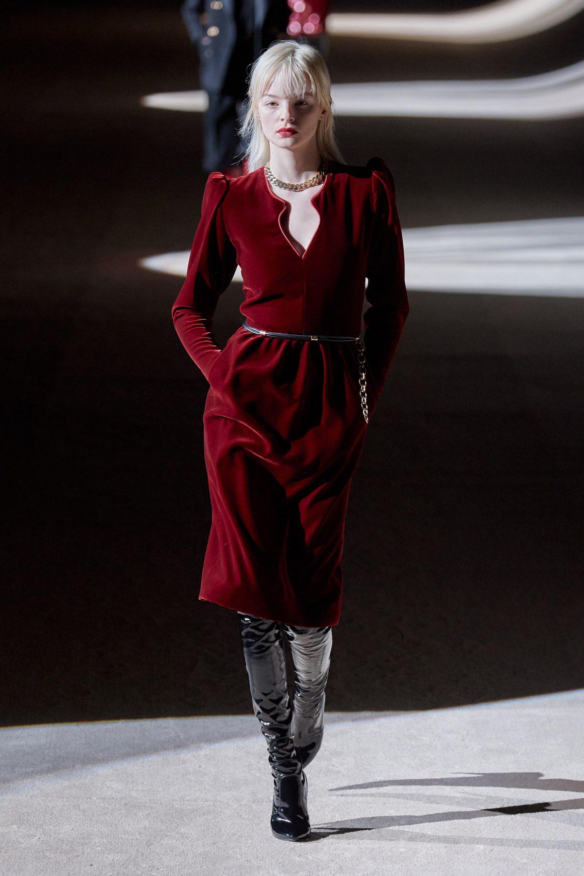 La collection Automne-Hiver 2020 d'Yves Saint Laurent fait la part belle au velours