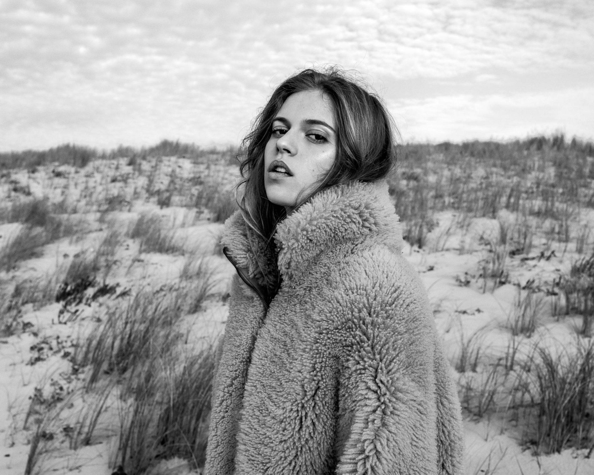 Cet hiver, on craque pour les cuirs et peaux lainées