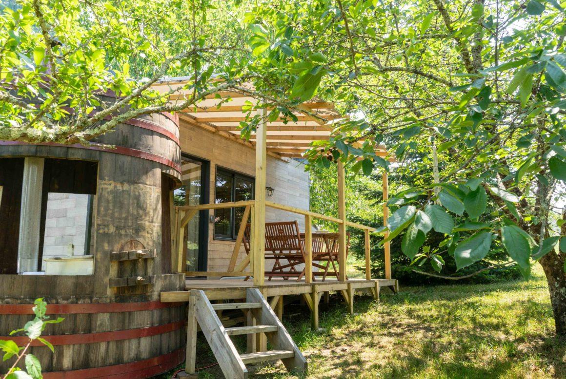 La terrasse en bois de la Tiny House Lumen