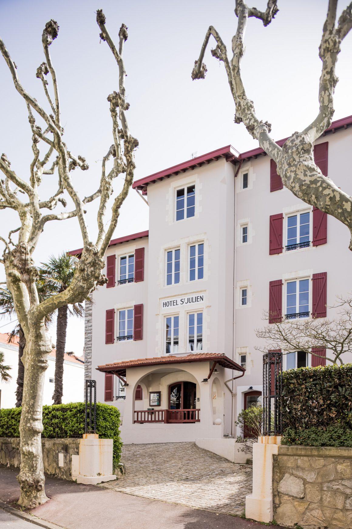 Entrée de l'Hôtel Saint Julien à Biarritz