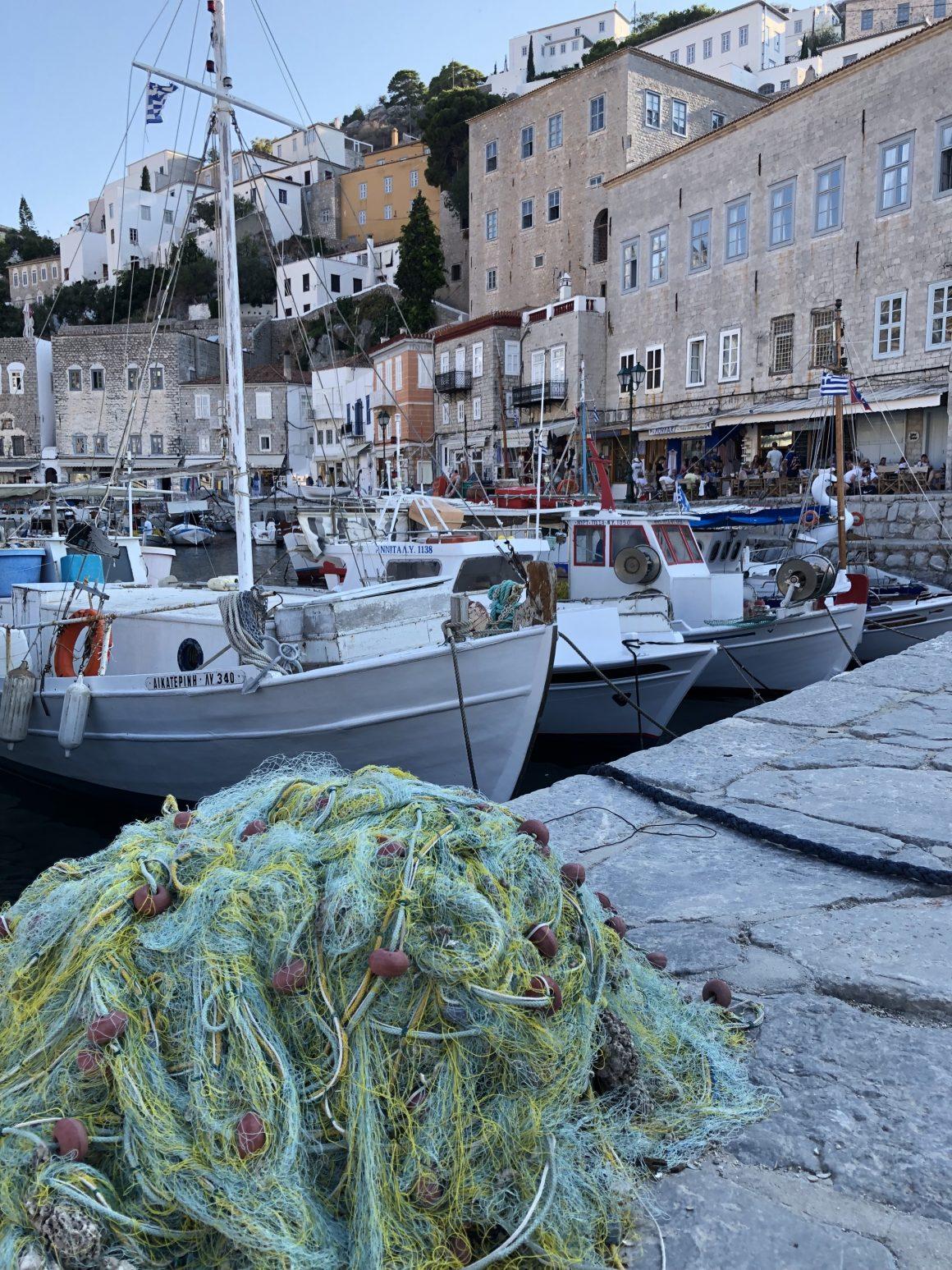 Le port de pêche de l'île Hydra en Grèce