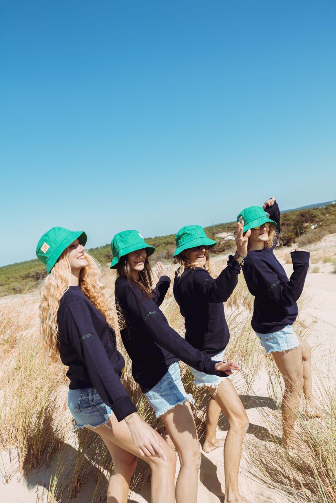Les filles Jane de Boy en tenue d'été sur la plage
