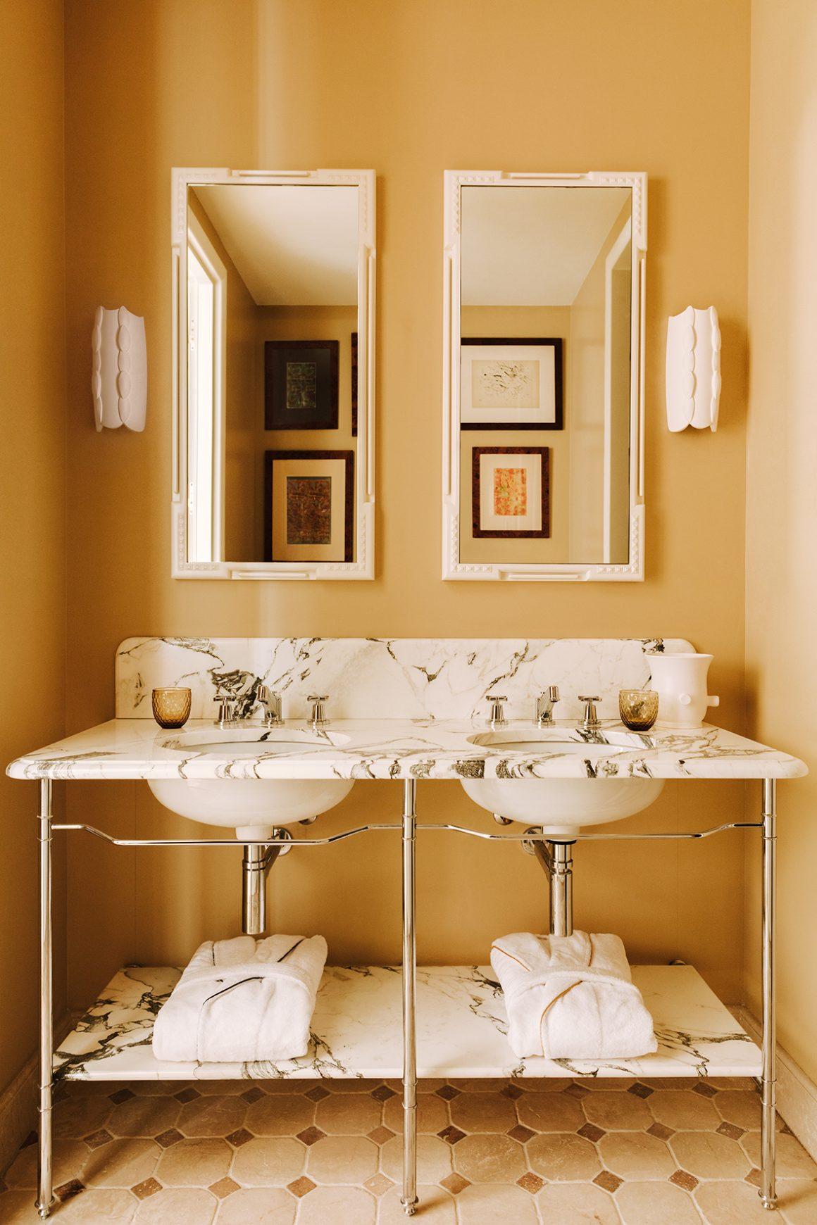 Une salle de bain de l'Hôtel Saint-James à Paris