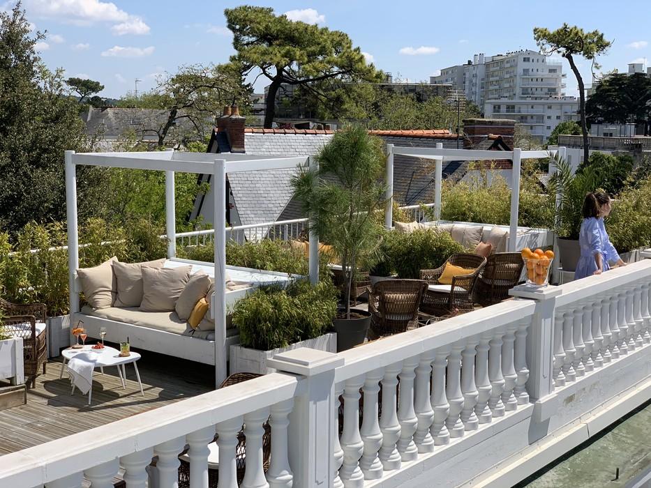 Le rooftop de l'hôtel la Palmeraie